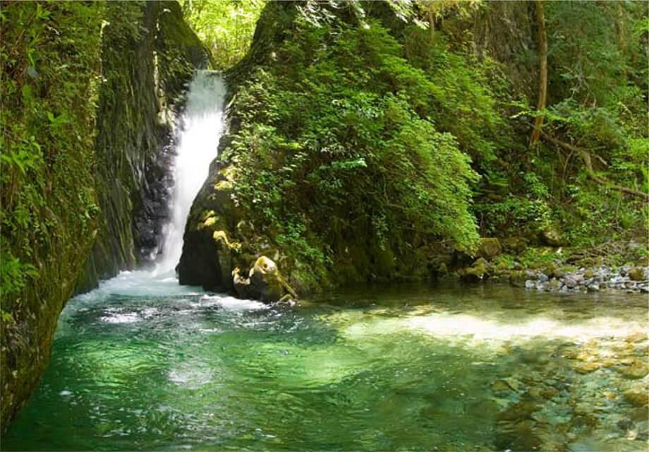 小坂瀑布之旅Karatani瀑布・AkaganeToyo瀑布